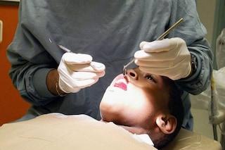 A causa della pandemia meno visite dal dentista per i bambini: pesano ritardi e chiusure degli studi