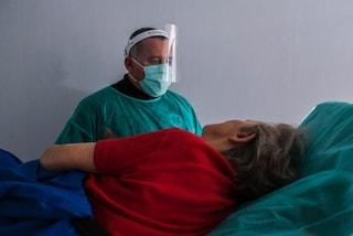 Tachipirina e vigile attesa non bastano per i pazienti Covid: perché il TAR ha bocciato la nota AIFA