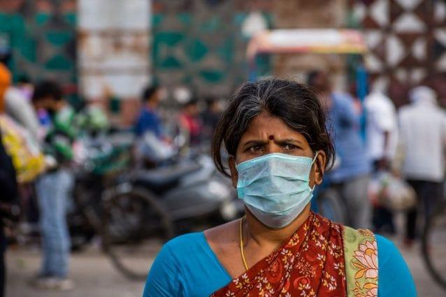 Covid: in India corpi delle vittime del virus bruciati in strada
