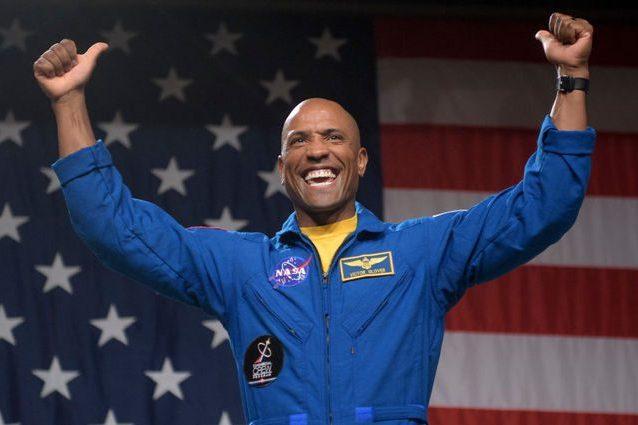 L'astronauta della NASA Victor Glover