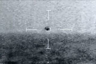 UFO a forma di sfera vola a 250 km/h e si immerge: le immagini della marina USA