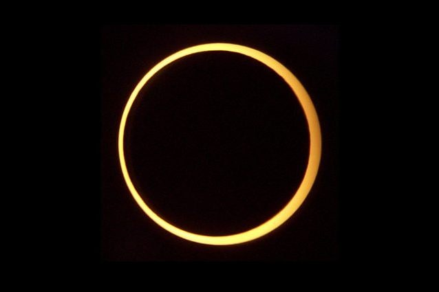 Eclissi anulare. Credit: Smrgeog/Wikipedia