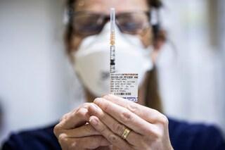 No, i vaccini Covid non hanno effetti collaterali a lungo termine
