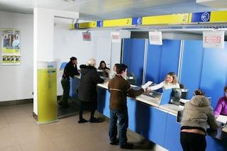 L'app fa saltare la fila alle Poste, gli anziani si infuriano e chiamano i carabinieri