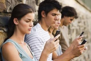 """Giovani, spunta la figura del """"back burner"""": la relazione nascosta è online"""