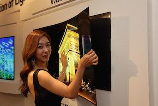 LG, presentata una TV che si appende alla parete come un poster