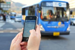 Le strade e i mezzi di trasporto sono i luoghi in cui è più facile perdere lo smartphone