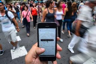 Attentato a Londra: Uber accusato di aver raddoppiato i prezzi durante l'attacco