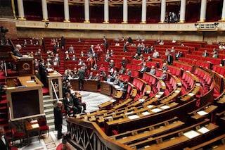 Approvata la Legge sulla sorveglianza in Francia che introduce le scatole nere