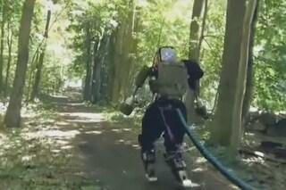 Atlas, il robot di Google che corre in una foresta