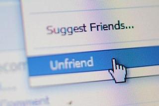 Facebook, rimuovere l'amicizia ad un collega può essere mobbing