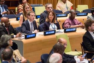 """Mark Zuckerberg in giacca e cravatta davanti all'Onu: """"Porteremo internet in tutto il mondo"""""""