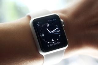 Ha un infarto sul lavoro: salvato dall'Apple Watch