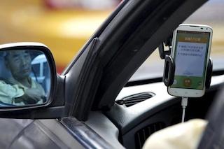 Apple sfida Uber e investe un miliardo di dollari sull'app cinese Didi Chuxing