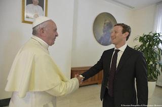"""Facebook, Mark Zuckerberg non è ateo: """"La religione è molto importante"""""""