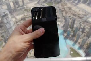 Dubai, testa la resistenza dell'iPhone 7 lanciandolo dal grattacielo più alto del mondo