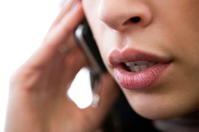 Truffe telefoniche, non rispondete a questi numeri: svuotano il conto in banca