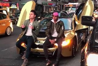 New York, youtuber blocca il traffico e un automobilista gli distrugge la BMW dorata