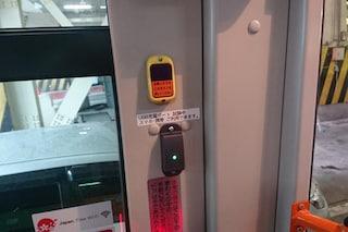 Giappone, gli smartphone si ricaricano (gratis) sui mezzi pubblici