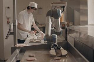 Ecco Flippy, il primo robot in grado di preparare un hamburger