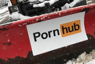Gli spazzaneve di Pornhub hanno liberato le città colpite dalla tempesta di neve