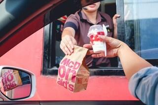 A 8 anni impara a guidare con dei video su YouTube: ruba l'auto del padre e va al fast food