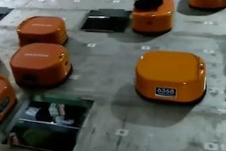 Un'azienda cinese ha assunto un esercito di robot (al posto degli umani)