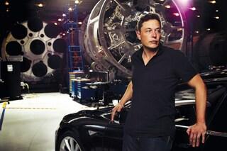 Tesla ha progettato un'auto che diventa un sottomarino