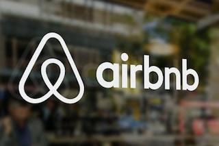 Airbnb contro le feste in casa durante la pandemia: ha bloccato 100.000 prenotazioni
