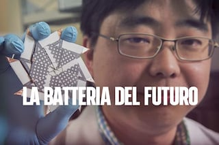 Lo smartphone si ricaricherà con la saliva: ecco come funziona questa innovativa batteria