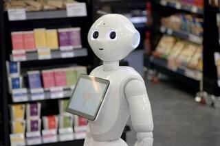 """Un supermercato ha licenziato il dipendente robot: """"Spaventava i clienti"""""""