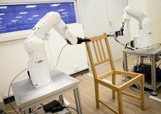 Questo robot monta una sedia IKEA in 8 minuti