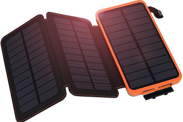 Caricabatterie solare in vendita su eBay.