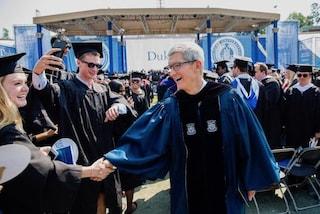 """Tim Cook cita Steve Jobs alla Duke University: """"Pensate in modo diverso e siate coraggiosi"""""""