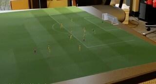 Il calcio del futuro? I giocatori saranno ologrammi sul tavolo