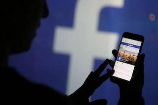 """""""Utenti Facebook spiati sul social da dozzine di dipendenti"""": l'accusa nel libro-inchiesta"""