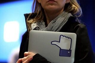 """L'accusa contro Facebook: """"Annunci di lavoro solo per uomini"""""""