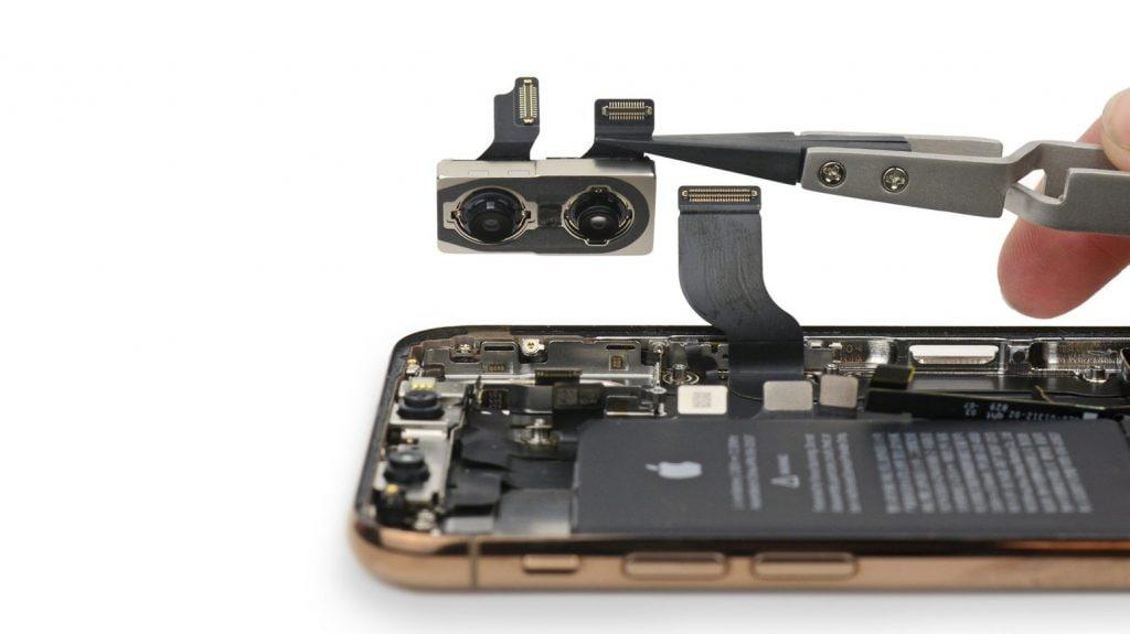 La doppia fotocamera di iPhone XS e XS Max (Foto: iFixit)