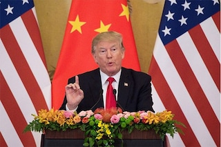 """Trump contro Apple: """"Costruite i vostri dispositivi negli USA, non in Cina"""""""