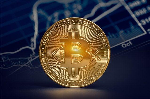 Bitcoin: sfonda tetto 10 mila dollari a massimi 15 mesi