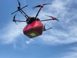 Questo drone ti salverà la vita: al via la sperimentazione per trasportare sangue e organi