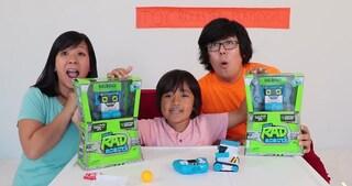 Ryan's Toys Review, lo YouTuber milionario ha 8 anni e fa unboxing di giocattoli