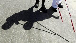 A 14 anni inventa una cintura che localizza gli ostacoli per i non vedenti