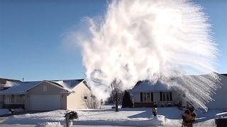 Cos'è la boiling water challenge, l'ennesima sfida pericolosa che arriva dagli Stati Uniti