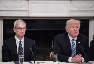 "La gaffe di Donald Trump: Tim Cook è diventato ""Tim Apple"""