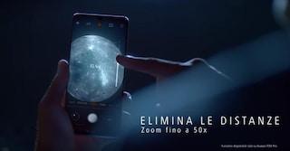 """Huawei """"scivola"""" sulla Luna: il P30 Pro può fotografarla, ma viene mostrato il lato oscuro"""
