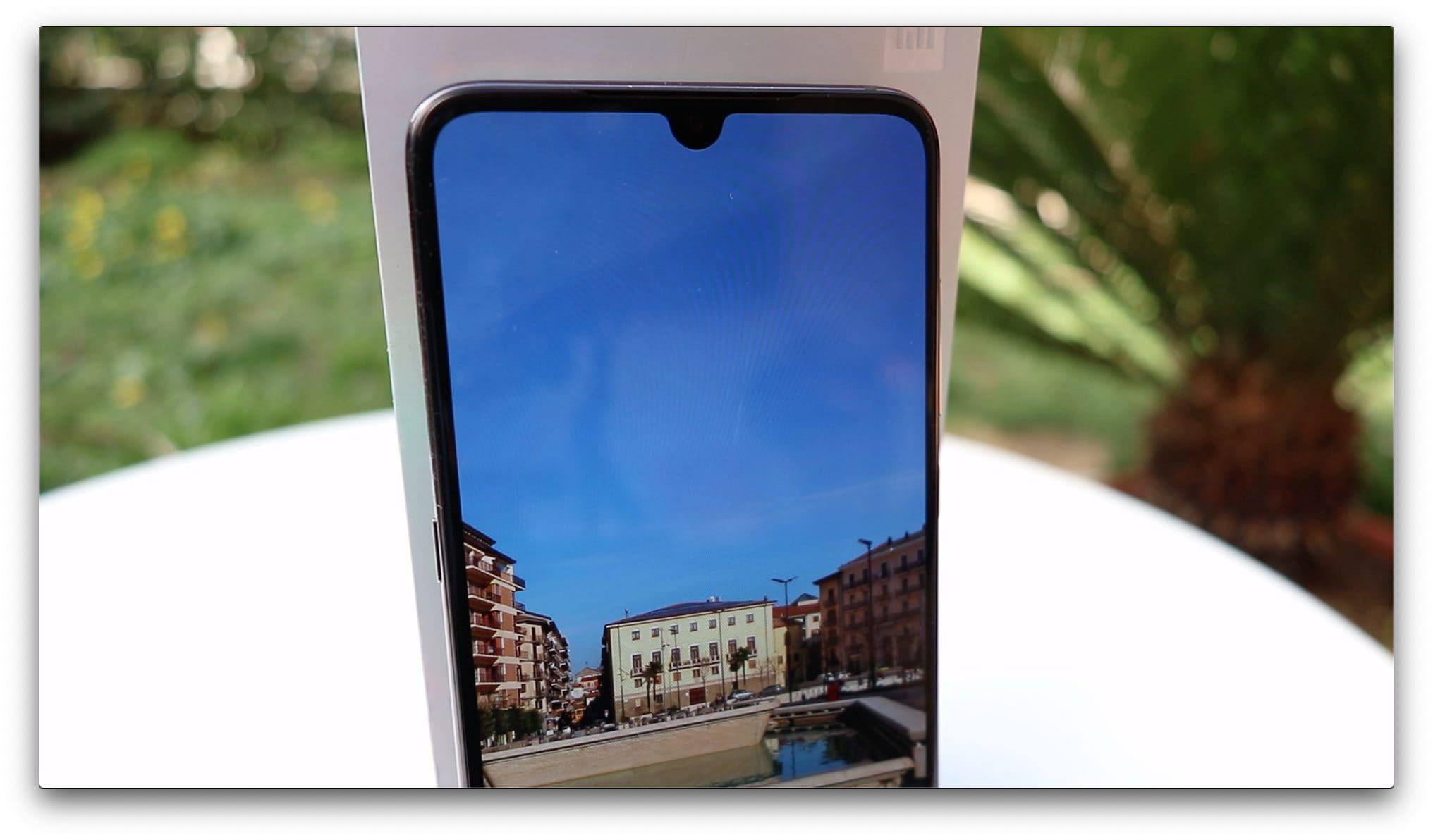 7b22f7dea D'altronde è il primo smartphone animato da uno Snapdragon 855, è  incredibilmente veloce, ben costruito, ed anche se soffre di piccoli  difetti, ...