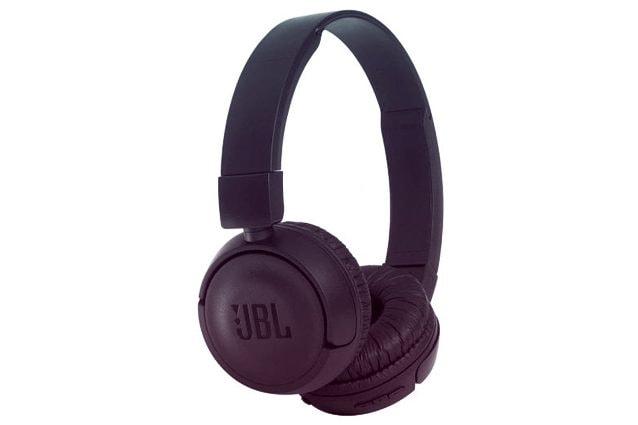 329aaf7ed601c5 Leggere, comode e facilmente trasportabili, le JBL T450 BT sono delle cuffie  on-ear dotate dell'apprezzatissima tecnologia JBL Pure Bass. Hanno un'ottima  ...