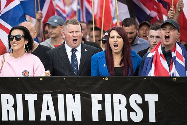 facebook blocco gruppi destra uk