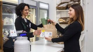 Da oggi Amazon ti consegna i pacchi anche in tabaccheria e cartoleria